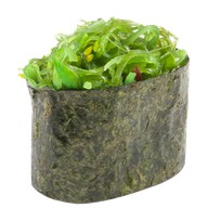 Гункан с водорослями чука Фото