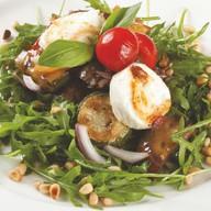 Легкий салат из печеных овощей Фото