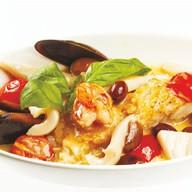 Морепродукты в винном соусе Фото