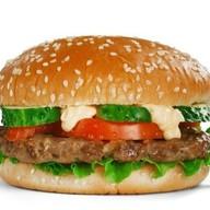 Бургер с курочкой и беконом Фото