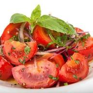 Салат с бакинскими помидорами Фото
