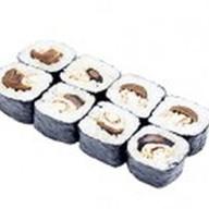 Ролл с омлетом и грибами шиитаке Фото
