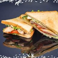 Сэндвич с обжаренной курочкой Фото