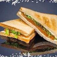 Сэндвич с слабосоленым лососем Фото