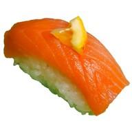 Суши с копченой форелью Фото