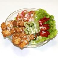 Филе куриное в кляре с овощами и соусом Фото