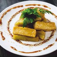 Баклажан и сыр тофу, жаренные в карамели Фото
