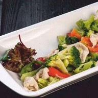 Куриное филе с брокколи, грибами,овощами Фото