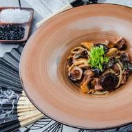 Лапша с языком и грибами в мясном соусе Фото