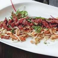 Теплый салат с обжаренной говядиной Фото