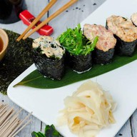Спайси суши с ваками Фото