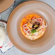 Лакса с морепродуктами Фото