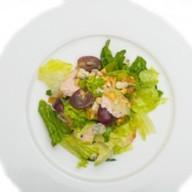 Салат с куриным филе и сыром дорблю Фото