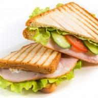 Сэндвич клаб с карбонадом Фото