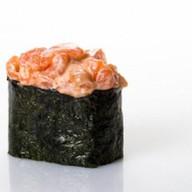 Гункан с лососем спайси Фото