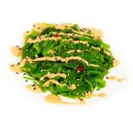 Салат с чукой и ореховым соусом Фото