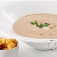 Мюнхенский крем-суп с сыром и колбасками Фото