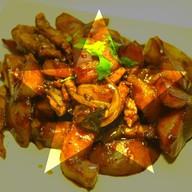Картофель с баклажанами и свинино Фото
