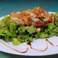 Салат из курицы с орехом кешью и черри Фото