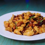 Куриное филе с жареным арахисом и луком Фото