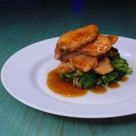 Сёмга в соусе терияки с брокколи Фото