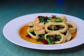 Морепродукты в соусе (острые) - Фото