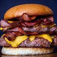 Двойной чизбургер с беконом Фото