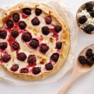 Пирог с ежевикой и творогом Фото