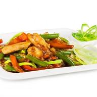 Курица с овощами в соусе Фото