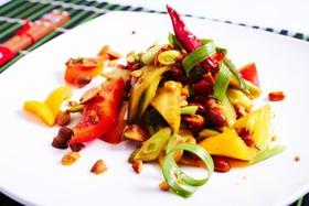 Салат с огурцом, сладким перцем,арахисом - Фото