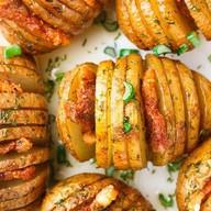 Картофель на гриле с салом и зеленью Фото