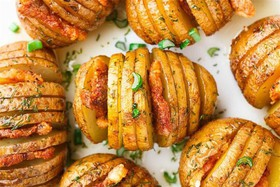 Картофель на гриле с салом и зеленью - Фото