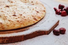Осетинский пирог с творогом и вишней - Фото
