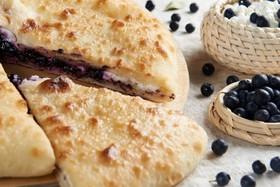 Осетинский пирог с творогом и черникой - Фото