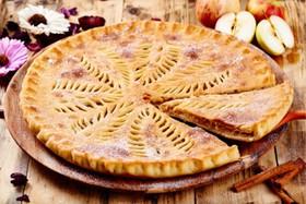 Осетинский пирог с яблоком и ежевикой - Фото