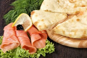 Осетинский пирог с рыбой и шпинатом - Фото