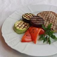 Свинина с овощами гриль Фото