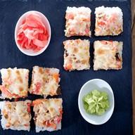 Японская пицца с нежным лососем Фото