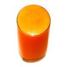 Свежевыжатый морковный сок - Фото