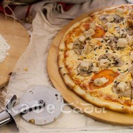 Курица и грибы пицца Фото