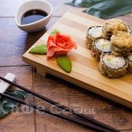 Ролл в темпуре с лососем Фото
