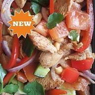 Теплый салат с курицей гунбао Фото