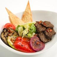 Гриль-салат Планета с говядиной Фото