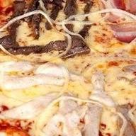 Пицца Мясной удар Фото