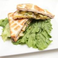 Сэндвич с копченой куриной грудкой Фото
