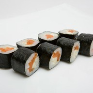 Острый ролл с лососем Фото