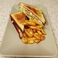 Сендвич с курицей и беконом Фото