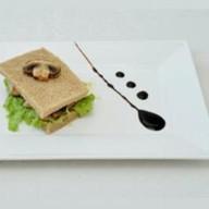 Клаб-сэндвич с курицей и грибами Фото