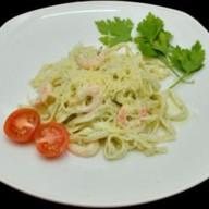 Спагетти с креветками в сливочном соусе Фото