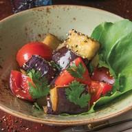 Теплый азиатский салат Фото